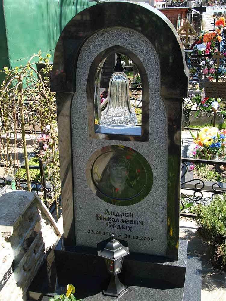Преимущества гранитных памятников и надгробий