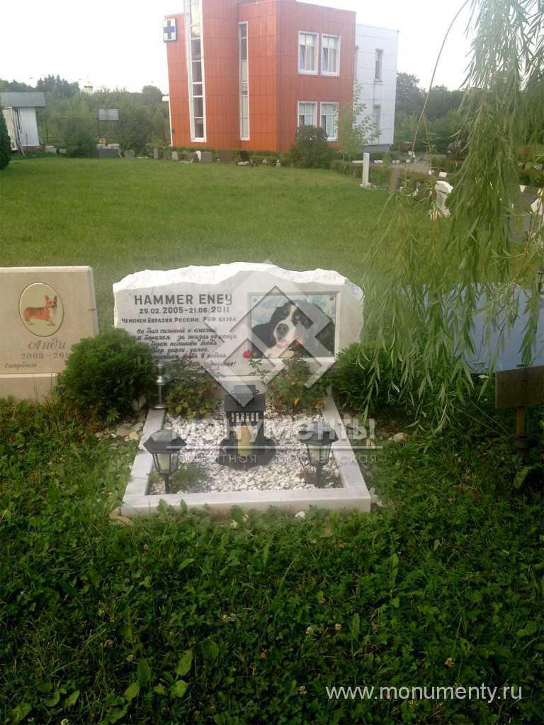 Надгробие любимцу из мрамора