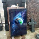 Картина космоса красками на камне