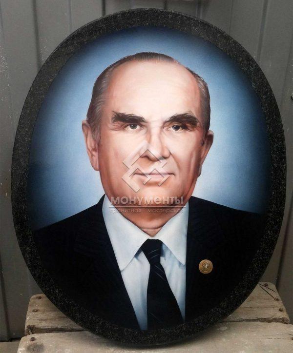 Реставрация цветного портрета Л.Н. Преснухина на граните